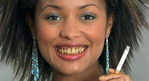 Kā smēķēšana ietekmē mutes veselību un zobus